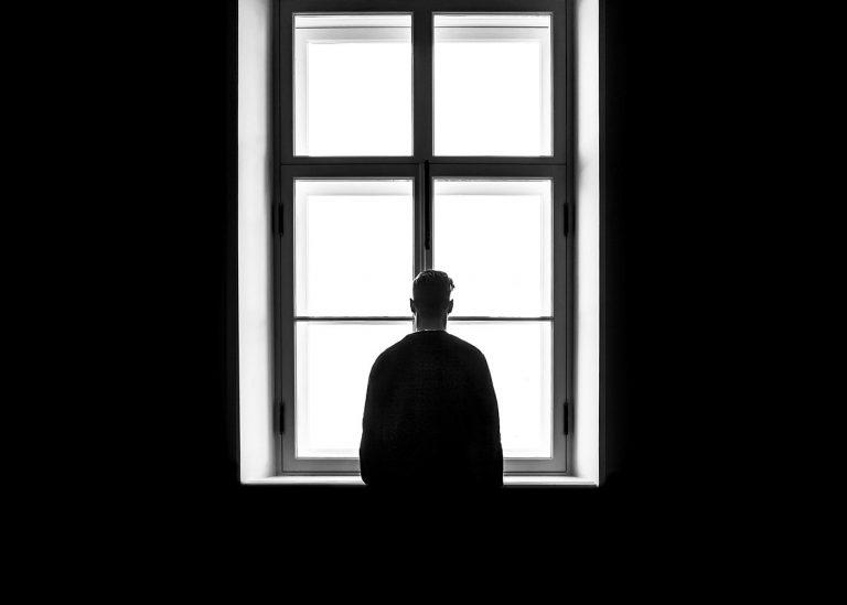 ¿Qué hay detrás de un caso de violencia colectiva y suicidio en un joven?
